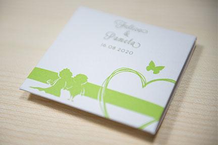 Scatola verde per i magneti con caricatura