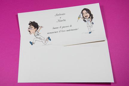 Partecipazione avory con caricatura e busta abbinata