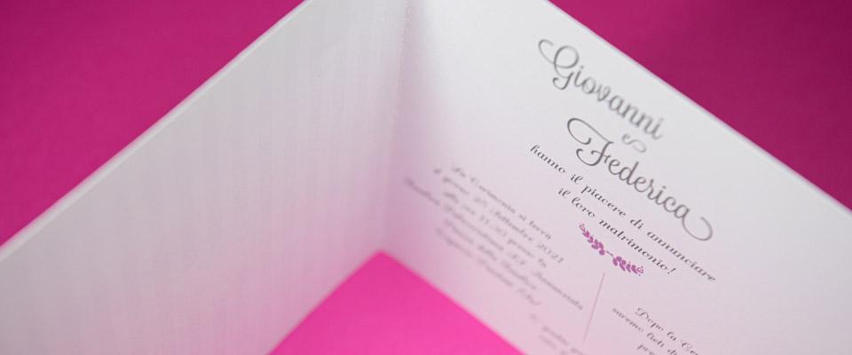 Partecipazione violete con annuncio matrimonio
