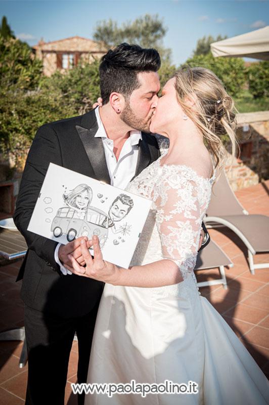Caricatura mostrata dagli sposi