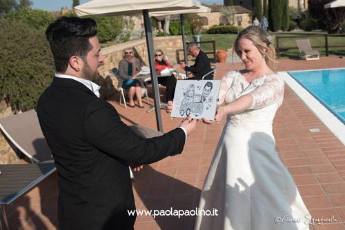 Consegna della caricatura regalo allo sposo