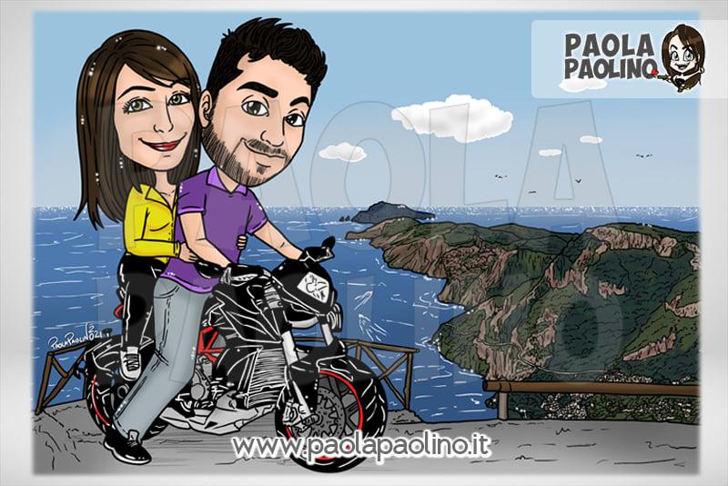 Caricatura su moto in sfondo la costiera amalfitana